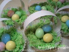 Realistic mini Easter baskets