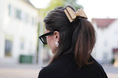 DIY: LEATHER HAIR BOW