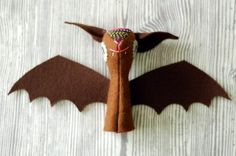Tutorial - bat finger puppet